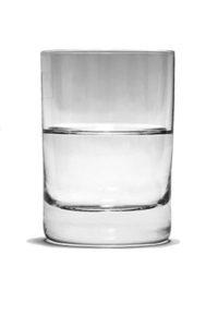 verre à moitié plein ou à moitié vide